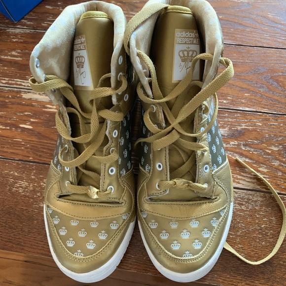Adidas Shoes Begränsad utgåva Missy Elliot Gold Hightops    adidas Shoes   title=          Limited Edition Missy Elliot Gold Sneakers